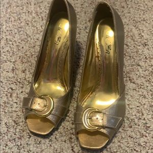 Size 9 wild rose gold heels